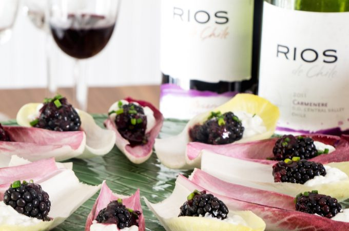 Endive leaf scoops filled with blue cheese and blackberries - recipe.