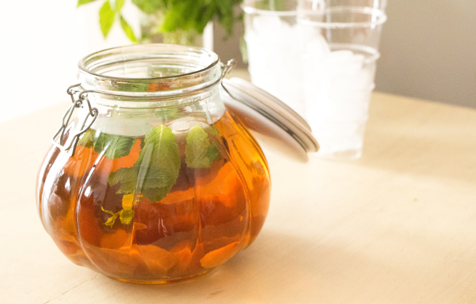 How to Make Sun Tea Year Round (with Peaches and Mint)
